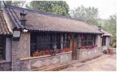 农村房屋后院围墙图