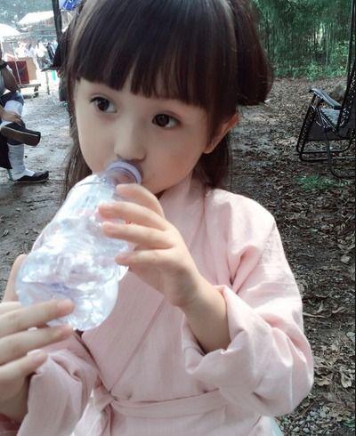 刘楚恬在电视剧《芈月传》里面饰演小芈月,古装扮相也十分可爱.