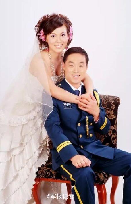 军装礼服婚纱照 军装婚纱照欣赏